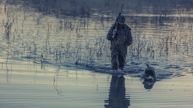 why you should wear duck hunting gloves